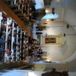 Urkuparvelta alttarille avautuva näkymä Janakkalan Pyhän Laurin kirkosta.