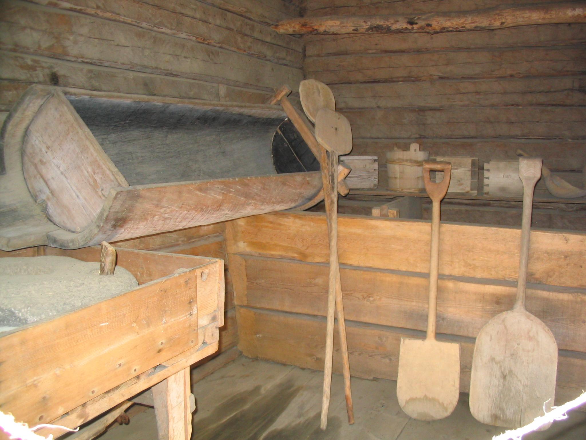 Sisäkuva Iso-Kurjen aitasta Laurinmäen torpparimuseolla