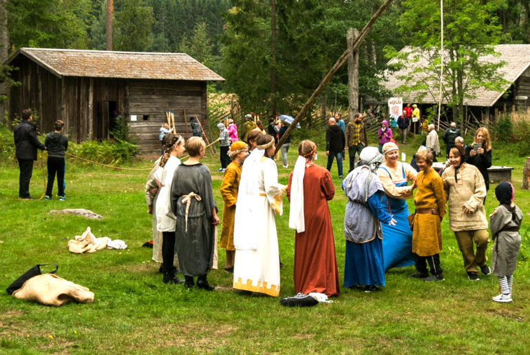 Taaran markkinat tapahtumassa kulttuuriperintö ja historia tulevat tutuiksi Laurinmäen torpparimuseon pihamaalla