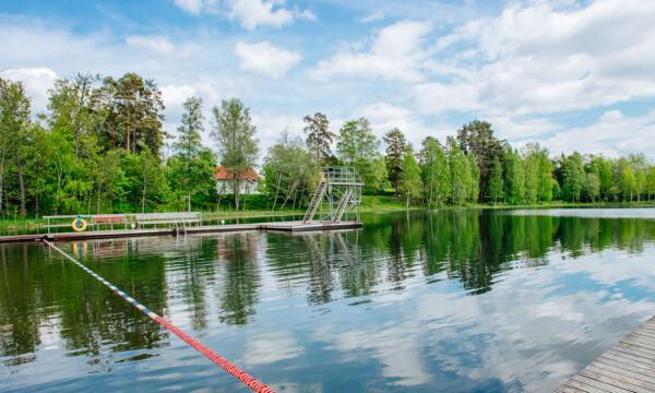 Uimahyppytorni Liinalammin uimarannalla.