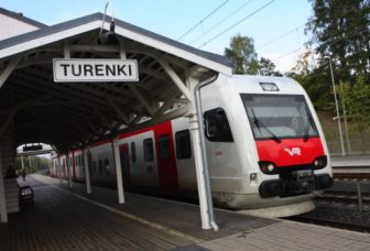 Juna Turengin asemalla.