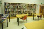Pääkirjaston musiikkihuone, jossa nuotteja ja musiikkiaiheista kirjallisuutta.