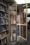Janakkalan kirjastoauton sisääntulo.