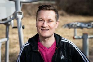 Liikunnanohjaaja Jorma Vaara.