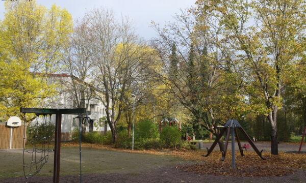Harjurinteen leikkipaikalla on paljon erilaisia leikkivälineitä.