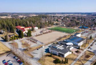 Ilmakuva Turengin koulun alueesta, johon uusi koulu- ja monitoimikeskus rakennetaan.